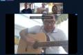 """Collegio docenti online con sorpresa: l'insegnante canta """"Che sarà"""" per salutare i neo-pensionati dal 1°settembre"""